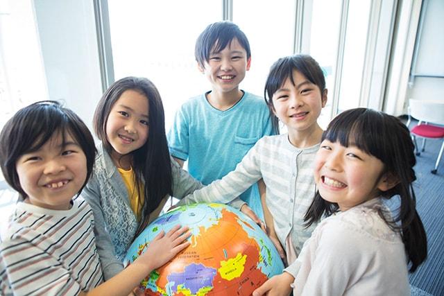 kids-globe-min